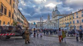 与自动武器守卫saf的军队汽车和军事 免版税图库摄影