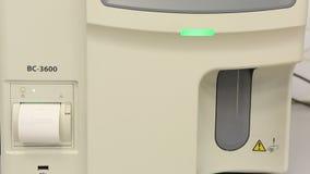 与自动装卸机的现代高性能自动血液学分析仪 影视素材