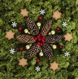 与自然元素的小圣诞节坛场 免版税库存图片