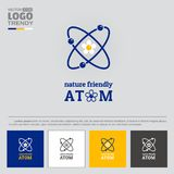 与自然友好的原子的标志的商标 免版税库存照片