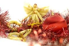 与自然心脏和天使的圣诞节装饰 免版税库存照片