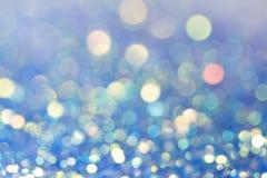 与自然Bokeh和明亮的蓝色光的欢乐背景 与五颜六色的bokeh的不可思议的背景 库存图片