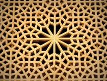 与自立的几何样式设计的复杂木窗口 图库摄影