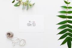 与自行车和干燥标本集舱内甲板位置的明信片 库存照片