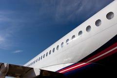 与航空器苏霍伊超音速喷气飞机的舷窗的机体元素 库存照片