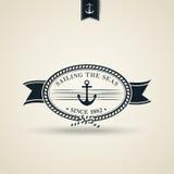 与船锚的葡萄酒减速火箭的船舶徽章 图库摄影