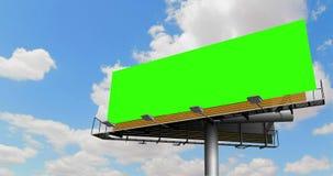 与色度钥匙绿色屏幕的空的广告牌,在与云彩的蓝天, timelapse运动,广告 影视素材