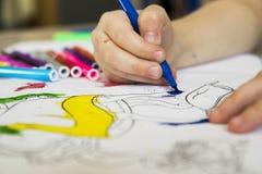 与色的毡尖的笔的图画教训 库存图片