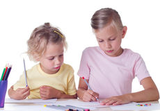 与色的铅笔的Girlsl图画 免版税库存图片