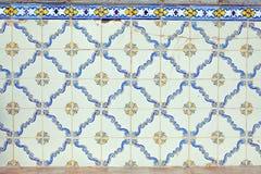 与色的陶瓷砖的典型的葡萄牙装饰 库存图片