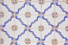 与色的陶瓷砖的典型的葡萄牙装饰 图库摄影