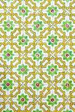 与色的陶瓷砖的典型的葡萄牙装饰 免版税库存图片
