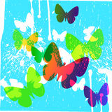 与色的蝴蝶的抽象蓝色背景 免版税图库摄影