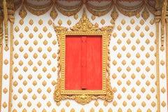 与艺术装饰的传统泰国样式窗口 免版税库存图片