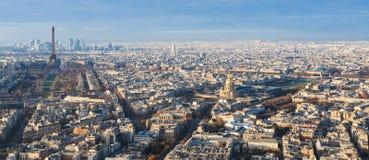 与艾菲尔铁塔和荣军院的巴黎地平线 免版税图库摄影
