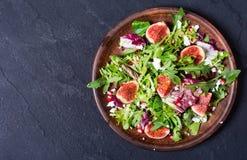 与芝麻菜的秋天沙拉 免版税图库摄影