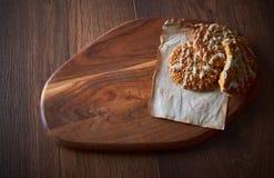 与芝麻籽和甜点的自创曲奇饼 亲人的曲奇饼 背景许多饺子的食物非常肉 可能 免版税库存照片