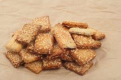 与芝麻籽的开胃曲奇饼 免版税库存图片