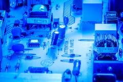 与芯片和电容器的微型电路板 库存照片