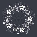 与花、叶子和莓果的时髦的圆的框架 皇族释放例证
