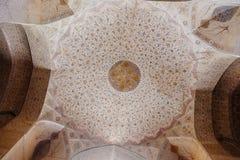 与花卉主题的葡萄酒波斯样式在古老阿里Qapu宫殿 伊斯法罕,伊朗 库存图片