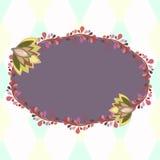 与花卉元素的紫色卵形框架,邀请的模板 免版税库存图片