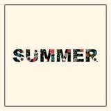 与花卉样式的题字夏天 免版税库存照片