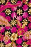 与花卉模式的蜡染布 免版税库存图片