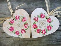 与花卉装饰的心脏形状 库存图片
