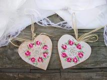 与花卉装饰的手工制造心脏 库存照片