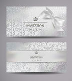 与花卉设计的典雅的白色礼券 库存图片