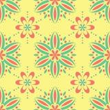 与花卉设计的无缝的样式 与桃红色和绿色花元素的明亮的黄色背景 图库摄影