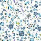 与花和叶子的无缝的花卉样式 免版税库存图片