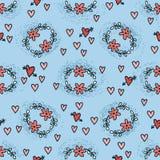 与花和心脏的无缝的样式在乱画样式在蓝色背景中 免版税图库摄影