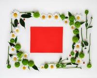 与花圈框架的红色纸从花, 免版税库存照片