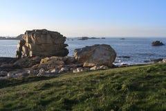 与花岗岩岩石的海岸 免版税图库摄影