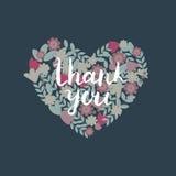 与花的华伦泰卡片在心脏形状 在蓝色背景的五颜六色的花花圈完善对婚姻的邀请,标签,标记, 库存图片
