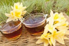 与花的夏天茶 免版税库存图片