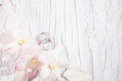 与花的婚礼背景 免版税库存照片