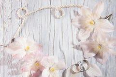与花的婚礼背景 库存照片