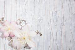 与花的婚礼背景 免版税库存图片