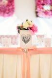 与花的婚礼装饰 免版税库存图片