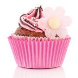 与花的巧克力杯形蛋糕 免版税库存图片