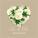 与花的心脏的婚礼邀请 向量 免版税库存图片