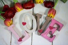 与花的情书valentinsday的 免版税库存图片