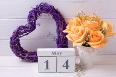 与花的愉快的母亲节5月14日背景 库存图片