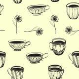 与花的无缝的减速火箭的手拉的杯子样式 免版税库存图片