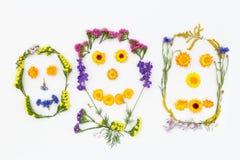 与花的构成愉快的家庭 顶视图,平的位置 库存照片