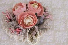 与花的构成从织品 免版税库存照片