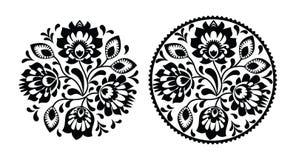 与花的民间刺绣-在黑白照片的传统波兰圆的样式 免版税图库摄影